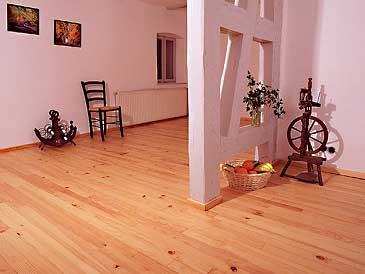 massivholzboden dielen ein gesunder bodenbelag. Black Bedroom Furniture Sets. Home Design Ideas