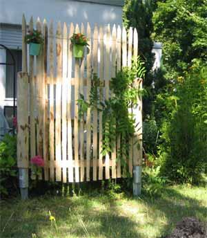 staketenzaun und kastanienzaun f r den bauerngarten. Black Bedroom Furniture Sets. Home Design Ideas